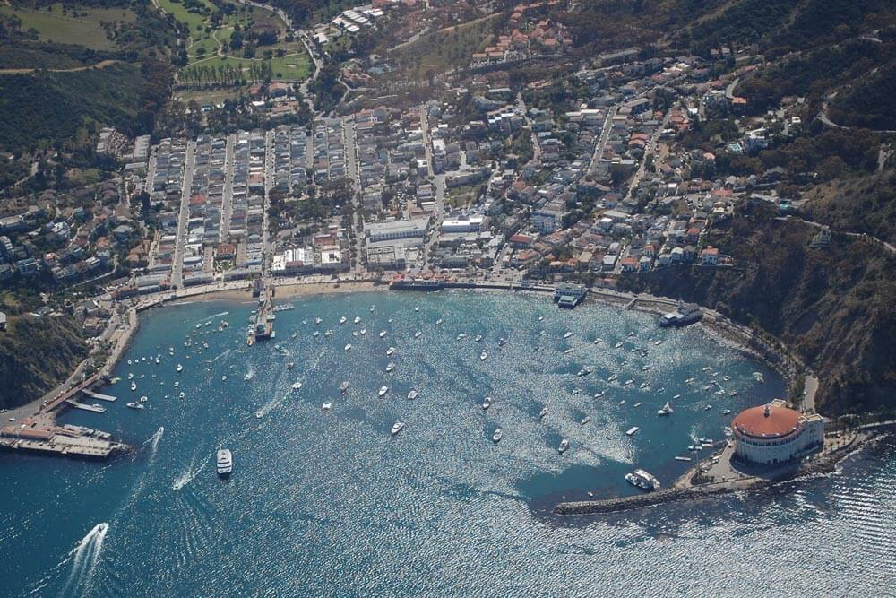 Catalalina Island, Avalon. By Spartan7W - Own work, CC BY-SA 3.0, https://commons.wikimedia.org/w/index.php?curid=18955992